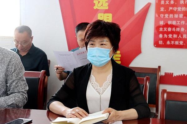 教体局党组副书记、副局长胡煜昊主持会议并讲话.JPG