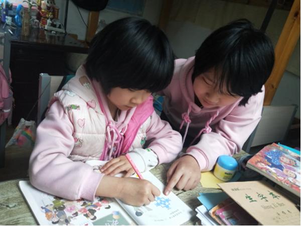 榜样少年:爸爸在武汉请放心,我们姐妹俩可以照顾好妈妈