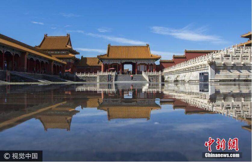 """雨后北京开启蔚蓝模式 故宫现""""天空之镜"""""""
