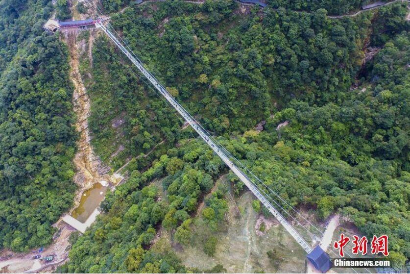 航拍316米广东最长玻璃桥