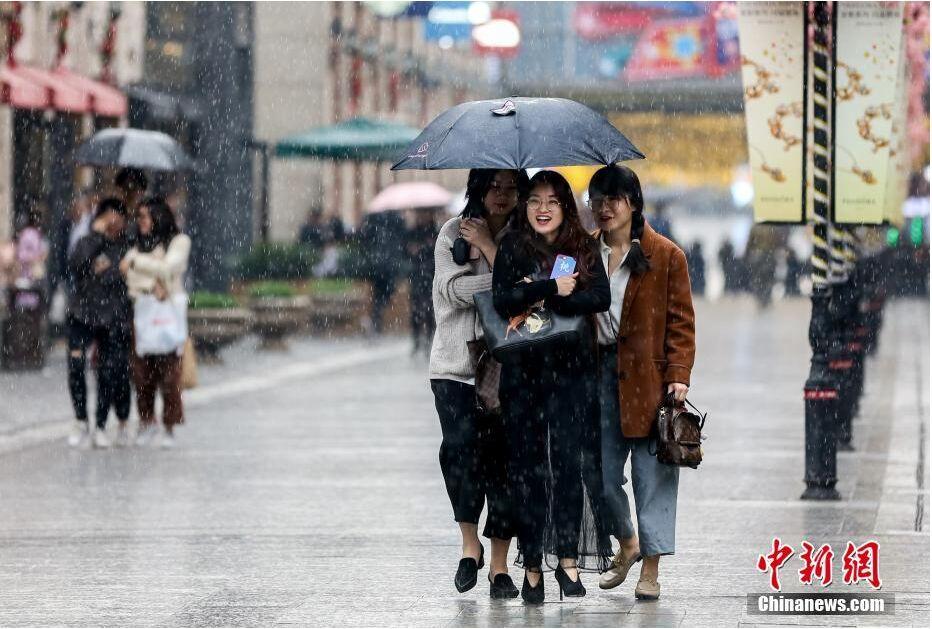 武汉温暖如春 晴雨交加